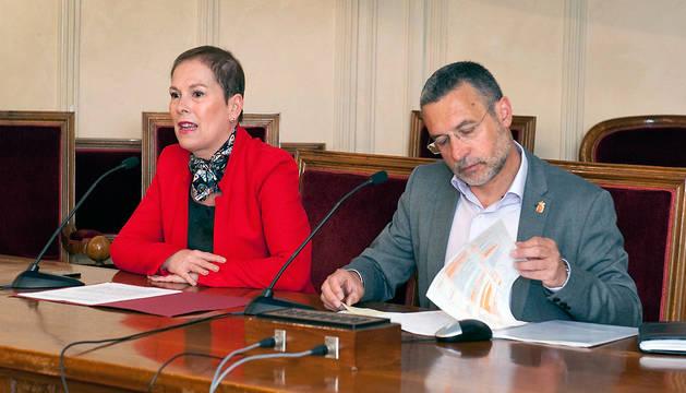 Barkos y Laparra en la apertura de la jornada de presentación de la Ley Foral de Conciertos Sociales en Servicios Sociales y Salud.