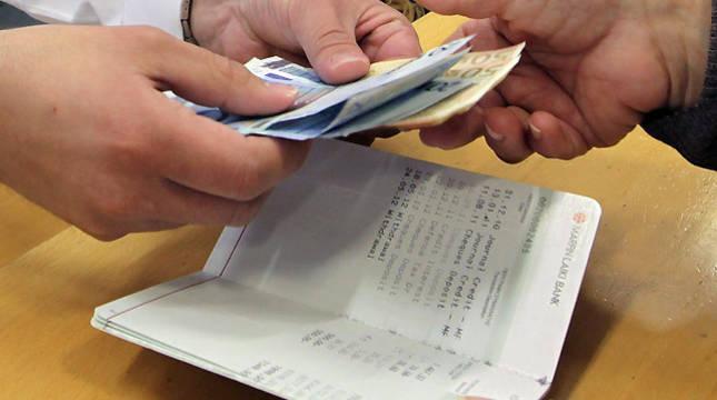 La empleada de banca condenada se apropió de 483.981,28 euros.
