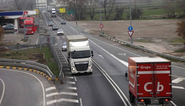 Tráfico en el límite de Navarra y Aragón, a la altura de Cortes.