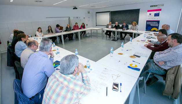 foto Participantes en la mesa de trabajo del proyecto Novacons.