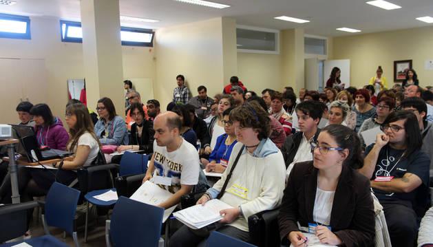 Asistentes al encuentro interregional que tuvo lugar en la sede de Anfas de Tudela.