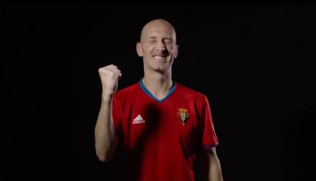 Javi Eseverri, capitán del Xota, con la camiseta de Osasuna.