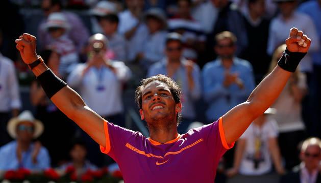Rafa Nadal celebra su victoria frente a Djokovic.