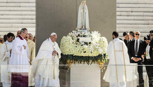 El Papa canoniza en Fátima a los pastorcitos Francisco y Jacinta