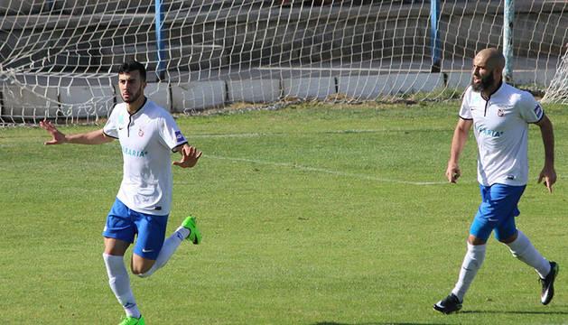 Ismael 'Maruja' tras anotar un gol con el Ceuta.