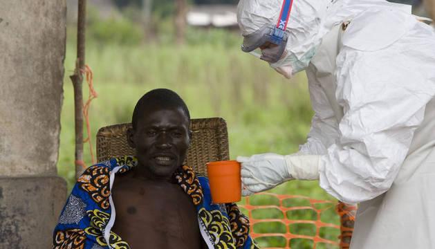 Un paciente de ébola es tratado en la República Democrática del Congo
