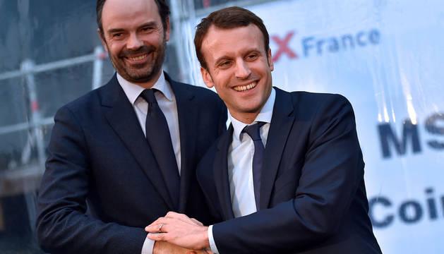 Macron, junto al primer ministro Edouard Philippe.
