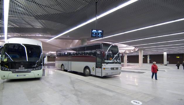Sus descuentos se aplican solo a losservicios regulares de transporte interurbanode viajeros por carretera cuya titularidad es de la Administración Foral.
