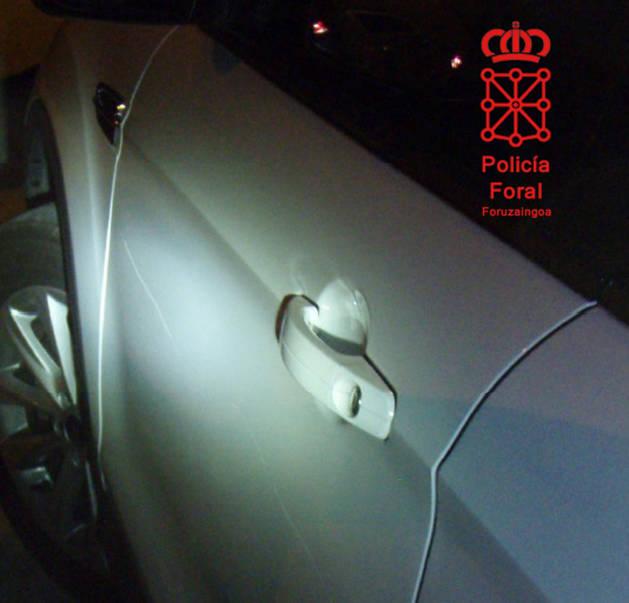 Imagen de los daños en una de las puertas.