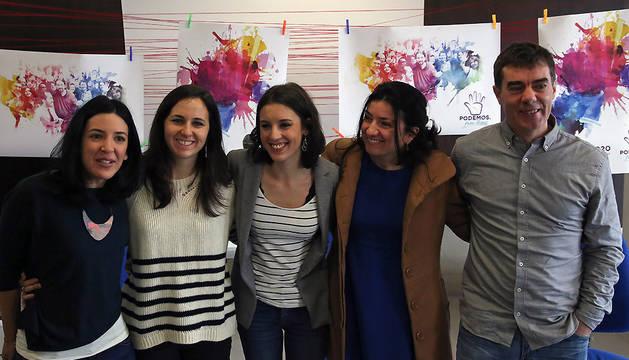 De izquierda a derecha: La senadora Idoia Villanueva; la diputada Ione Belarra, Irene Montero; Teresa Molinero y el diputado Eduardo Santos.