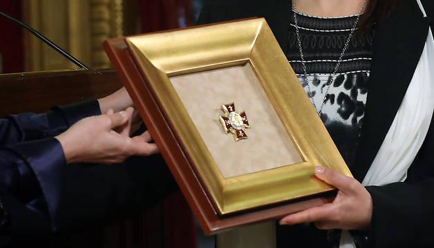 La Cruz de Carlos III el Noble fue creada en 1997 por el Gobierno de Navarra.