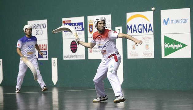 Urriza y Uterga, en juego en la final del Torneo del Casco Viejo de Pamplona.
