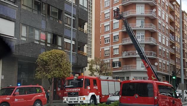 Trasladada por inhalación de humo al CHN una mujer tras un incendio en Pamplona