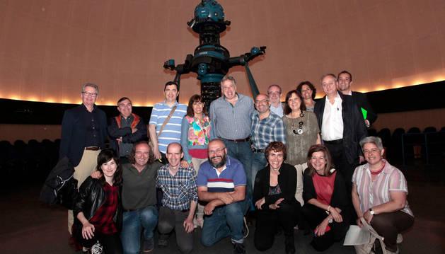Imagen en la que aparecen los representantes institucionales que han visitado el Jardín de la Galaxia.