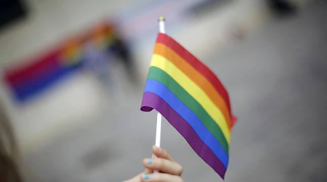 Colectivos sociales de Navarra conmemoran este miércoles con diversos actos el Día Internacional contra la Homofobia, Lesbofobia, Interfobia, Bifobia y Transfobia (LGTBIfobia), establecido por la ONU.