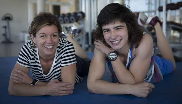 Yolanda Soler -ex medallista olímpica y actual entrenadora- y Jaione Ekisoain, posando en el gimnasio de Larrabide antes de viajar a Rusia.