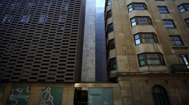 Edificio del departamento de Economía y Hacienda del Gobierno de Navarra.