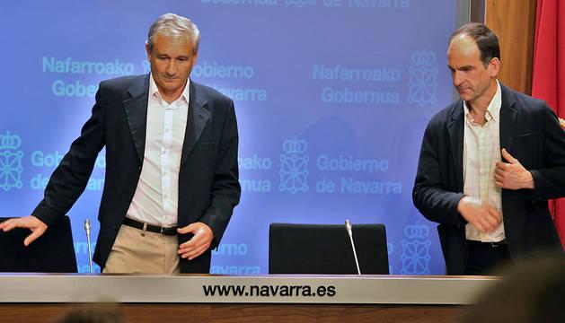 El consejero de Hacienda y Política Financiera, Mikel Aranburu, y el director gerente de Hacienda, Luis Esáin.