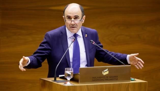 El vicepresidente Ayerdi, en el Parlamento de Navarra.