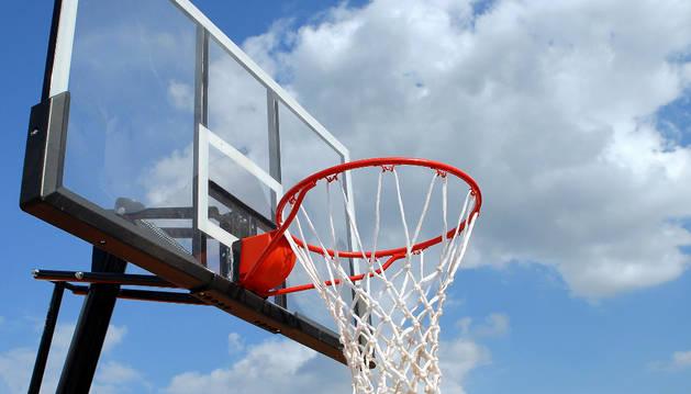Imagen de una canasta de baloncesto.