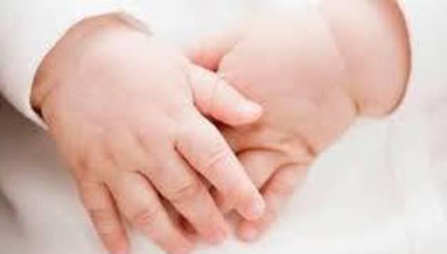 Familias de 'bebés robados' apelan a sus hijos con una campaña web