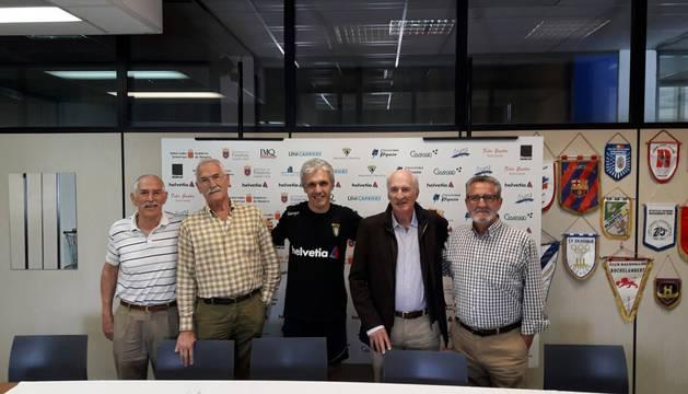 De izquierda a derecha, Mintxo Ibarrola, Ángel Hermoso de Mendoza, Juanto Apezetxea, Jesús Baquedano y Javier Ortigosa.