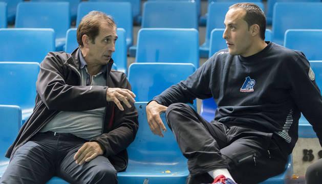 Julién Retegui y Juan Martínez de Irujo dialogan  de pelota durante una elección de material. Dos hombres que han hecho época.