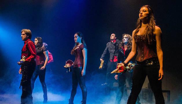 El grupo en una actuación de 2014