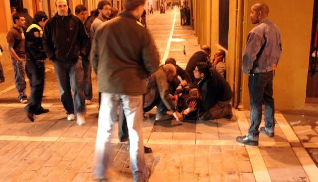 Foto de la policía interviene tras una pelea en Pamplona.