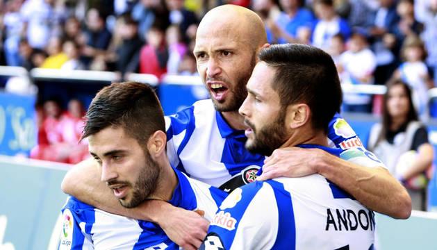 El Deportivo de la Coruña celebra la goleada.