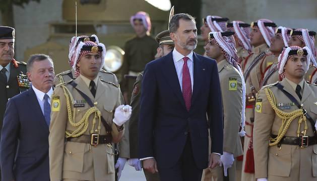 Foto del rey Abdalá II de Jordania recibe al monarca español Felipe VI en el palacio real de Ammán, Jordania.
