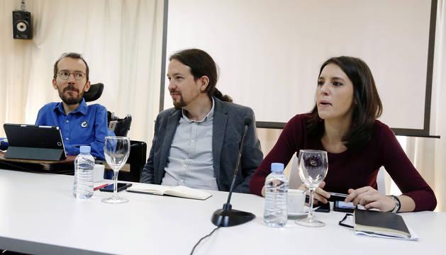 Los líderes de Podemos, Pablo Iglesias (c), Pablo Echenique e Irene Montero.
