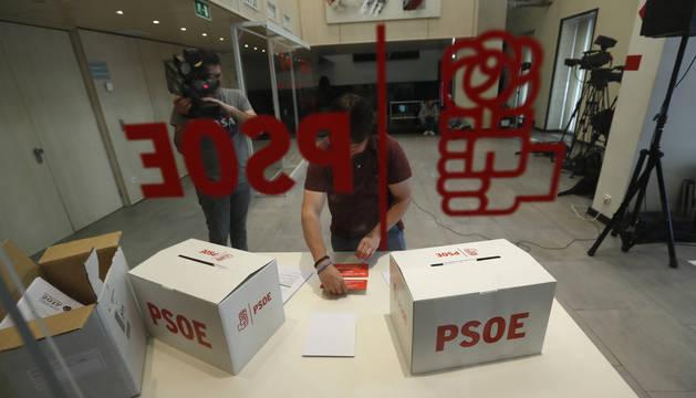 Las urnas y papeletas de las Primarias del PSOE 2017