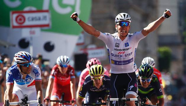 Jungels celebra su primera victoria durante el Giro de Italia