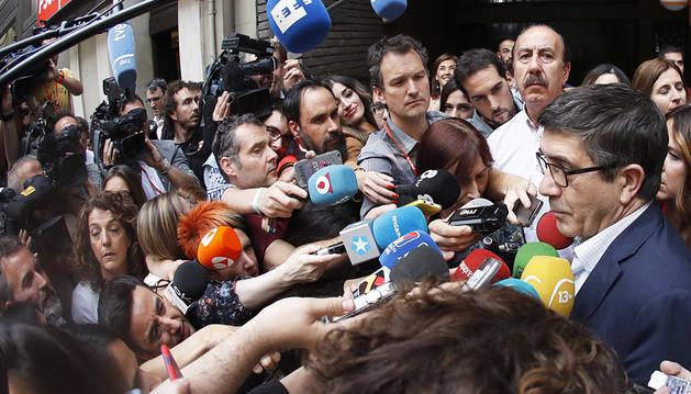 Patxi López felicita a Sánchez y apela a la unión para reconstruir el PSOE