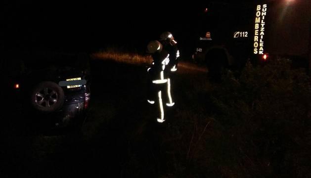 Foto de los bomberos, en el lugar del suceso.