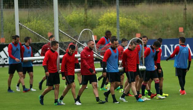 Los jugadores de Osasuna durante un entrenamiento de la semana pasada en Tajonar