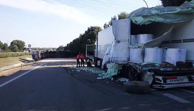 Un muerto en un accidente entre dos camiones en la AP-15 en Tafalla