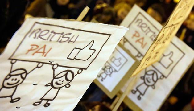 Manifestación a favor del British y PAI.
