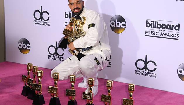 El rapero Drake, con sus premios.
