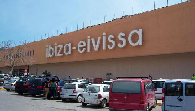 Alerta sanitaria en el aeropuerto de Ibiza tras siete días de huelga de limpieza