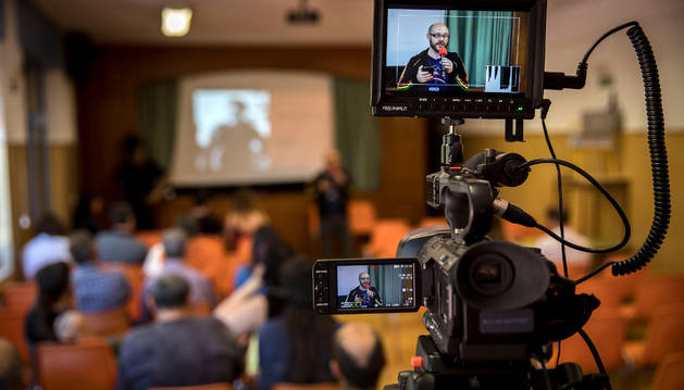 El concejal Armando Cuenca (Aranzadi) durante su intervención en el foro de Echavacoiz.