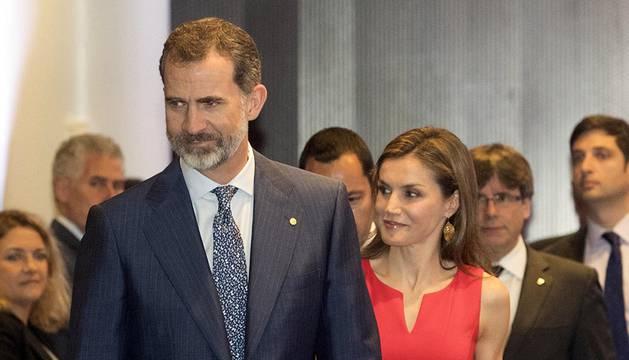 Los Reyes entregan becas de La Caixa a 120 estudiantes españoles para ir al extranjero