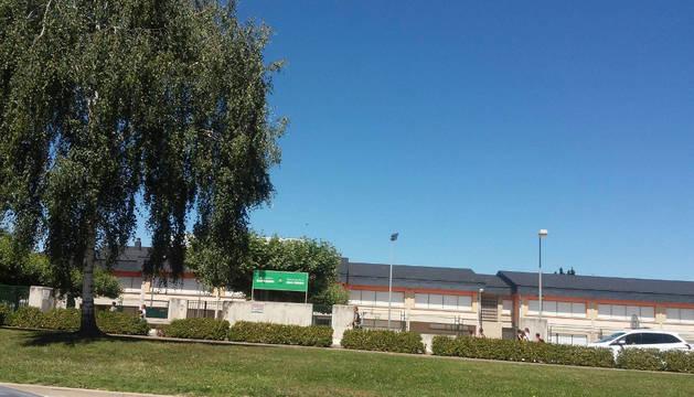 """Vista de archivo del colegio público """"San Pedro"""", único por ahora en Mutilva."""