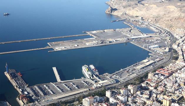 Imagen del puerto de Almería.