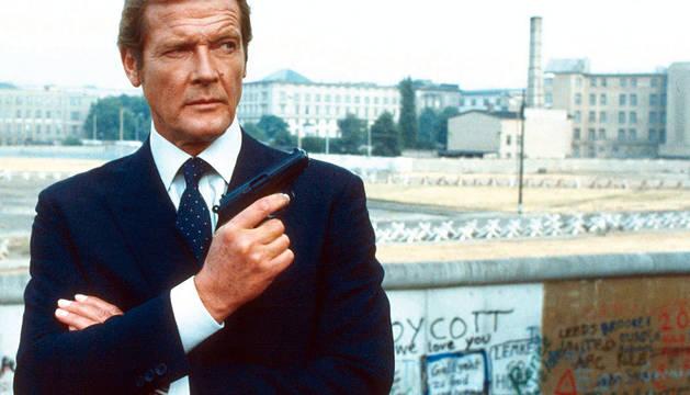 Muere Roger Moore, el actor de James Bond y 'El Santo'