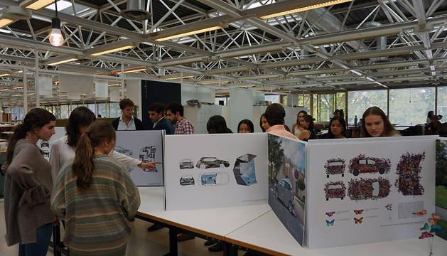 Algunas de las propuestas de camuflaje expuestas en la Escuela de Arquitectura de la Universidad de Navarra.
