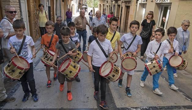 Barriada de la calle del Puy ayer en la celebración de las vísperas de la festividad de la patrona.