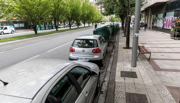 Imagen de los aparcamientos que desaparecerán en la avenida de Pío XII con los cambios previstos.