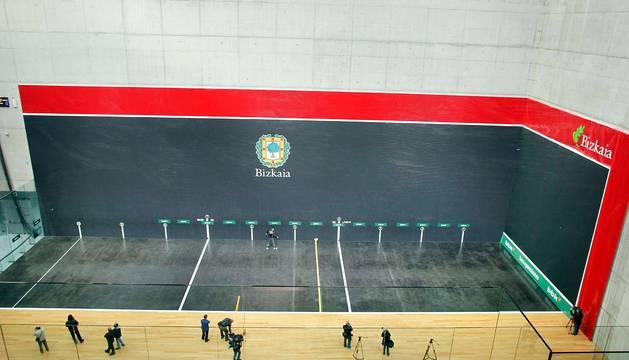 Una visión panorámica del frontón Bizkaia, donde el domingo Irribarria y Bengoetxea se jugarán el título manomanista.